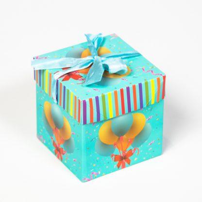 Коробка подарочная с воздушными шарами 22*22см